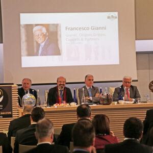 Sul podio Giulio Libutti e, da sinistra, Lorenzo Del Boca, Pino Aprile, Stefano Zappalà e Francesco Gianni