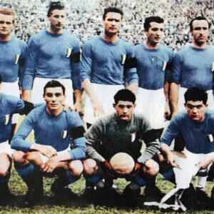 La squadra azzurra scesa in campo il 22 maggio 1949, all'indomani della tragedia granata