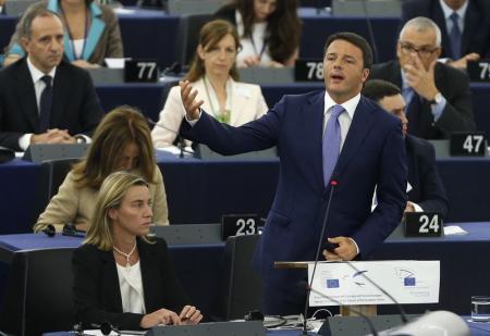 Matteo Renzi pronuncia il discorso al Parlamento europeo per l'inaugurazione del semestre di presidenza Ue dell'Italia