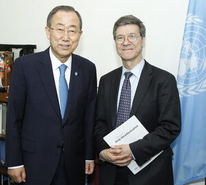 Ban Ki-moon con Jeffrey Sachs - UN Photo/Paulo Filgueiras