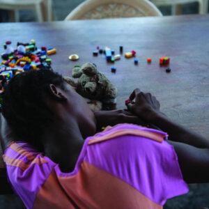 Una giovane vittima di stupro in Liberia. Foto: Staton Winter per UNICEF