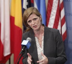 Samantha Power mentre riferisce ai giornalisti fuori dal Consiglio di Sicurezza (Foto UN/Loey Felipe)