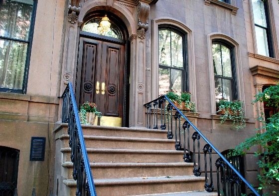 La casa al 64 di Perry Street, nel West Village, dove viveva Carrie Bradshaw, protagonista di Sex and the City