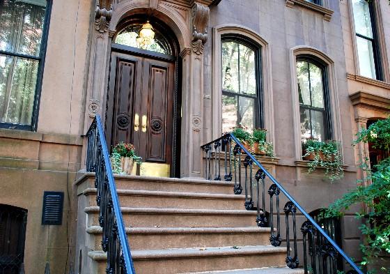 La casa al 64 di Perry Street, nel West Village, dove viveva Carrie Bradshaw, protagonista di Sex and the City