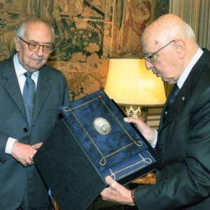 L'Ambasciatore Bruno Bottai con il Presidente della Repubblica Giorgio Napolitano alla consegna
