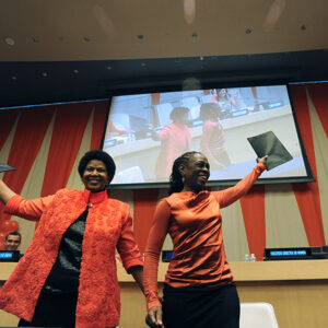 La direttrice di UN Women, Phumzile Mlambo-Ngcuka, e la first lady di New York, Chirlane McCray dopo la firma dell'accordo all'ONU