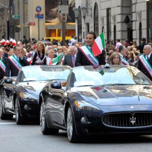 Le Maserati sulla Quinta Avenue durante la parata di Columbus Day