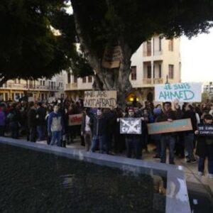 Una manifestazione a Beirut domenica scorsa in favore della libertà d'espressione e contro il terrorismo (Reuters)