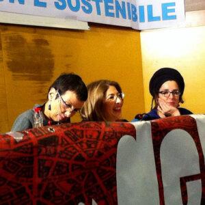 L'autrice Naomi Klein (al centro) e Marica Di Pierri dell'Associazione A Sud (a destra) durante l'incontro a Roma