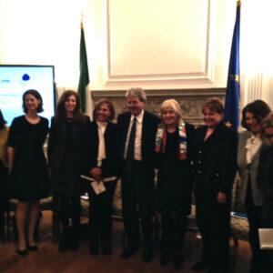 Foto di gruppo con il Ministro Gentiloni al centro