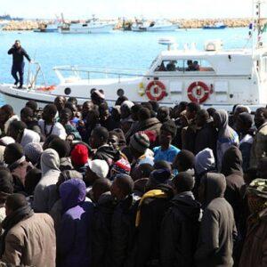 Migranti dalla Libia sbarcati in Sicilia (Francesco Malavolta/AP)