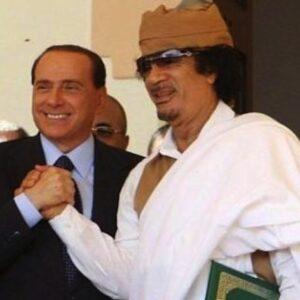Berlusconi con Gheddafi: il leader libico ha pagato anche per la speciale intesa raggiunta con l'Italia?