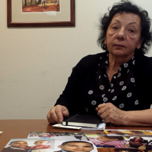 Antonia D'Orio, la madre di Olivier, ucciso lo scorso maggio nel Bronx, mostra alcune foto del figlio