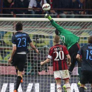 Nella foto Ansa, un momento del derby tra Inter e Milan
