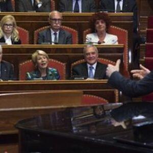 La recita di Roberto Benigni al Senato