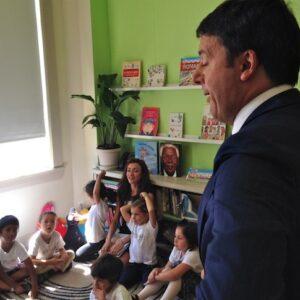 Il Presidente del Consiglio Matteo Renzi durante una recente visita ad una scuola italiana di San Francisco