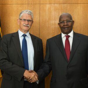 Il futuro presidente dell'Assemblea Generale ONU, il danese Mogens Lykketoft con l'attuale presidente, l'ugandese Sam Kutesa