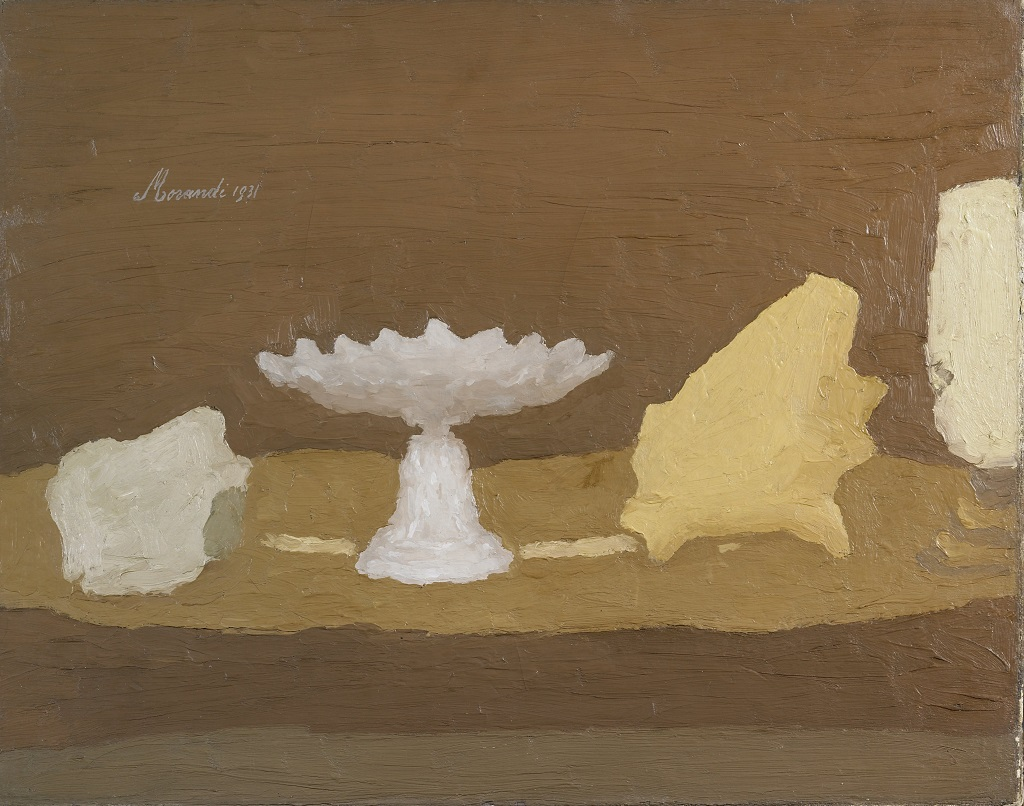 Giorgio Morandi, Natura morta, 1931, olio su tela, 54x64 cm @ 2015 Artists Rights Society (ARS), New York / SIAE, Roma.
