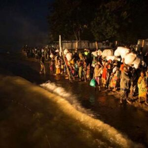 Burundian refugees, mostly women and children, wait on the shore of Lake Tanganyika to be transferred by boat to Kigoma and then on to Nyaragusu refugee camp. Photo: UNHCR/B. Loyseau