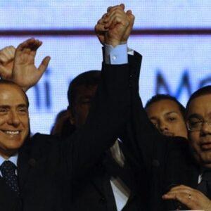 Silvio Berlusconi con l'allora senatore Sergio Di Gregorio