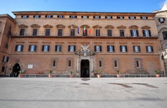 Incredibile i grillini salvano il governo crocetta e la for Nuovo parlamento siciliano