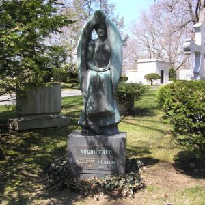 Alexander Archipenko Gravesite 2009, in Woodlawn Cemetery, Bronx, NY. Photo by Anthony22 at en.wikipedia. Licensed under CC BY-SA 3.0 via Commons