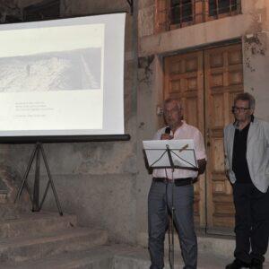 Alessandro Quasimodo legge le poesie del padre, alla sua sinistra il Maestro Giuseppe Leone.
