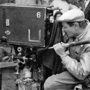 Uno dei registi a cavallo del Neorealismo, Alessandro Blasetti, alla macchina da presa
