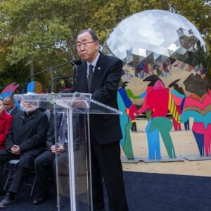 "Secretary-General Ban Ki-moon unveils ""Enlightened Universe"", a monumental art installation by Spanish artist Cristóbal Gabarrón ,on Saturday, 24 October, in Central Park in New York City in celebration of the UN 70th anniversary. UN Photo/Cia Pak"